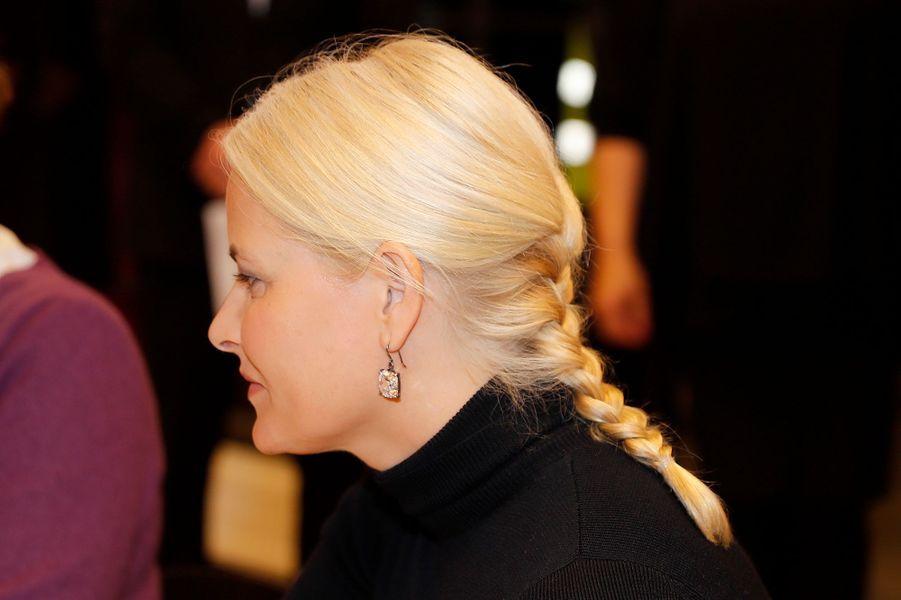 La coiffure de la princesse Mette-Marit de Norvège à Oslo, le 27 mars 2017