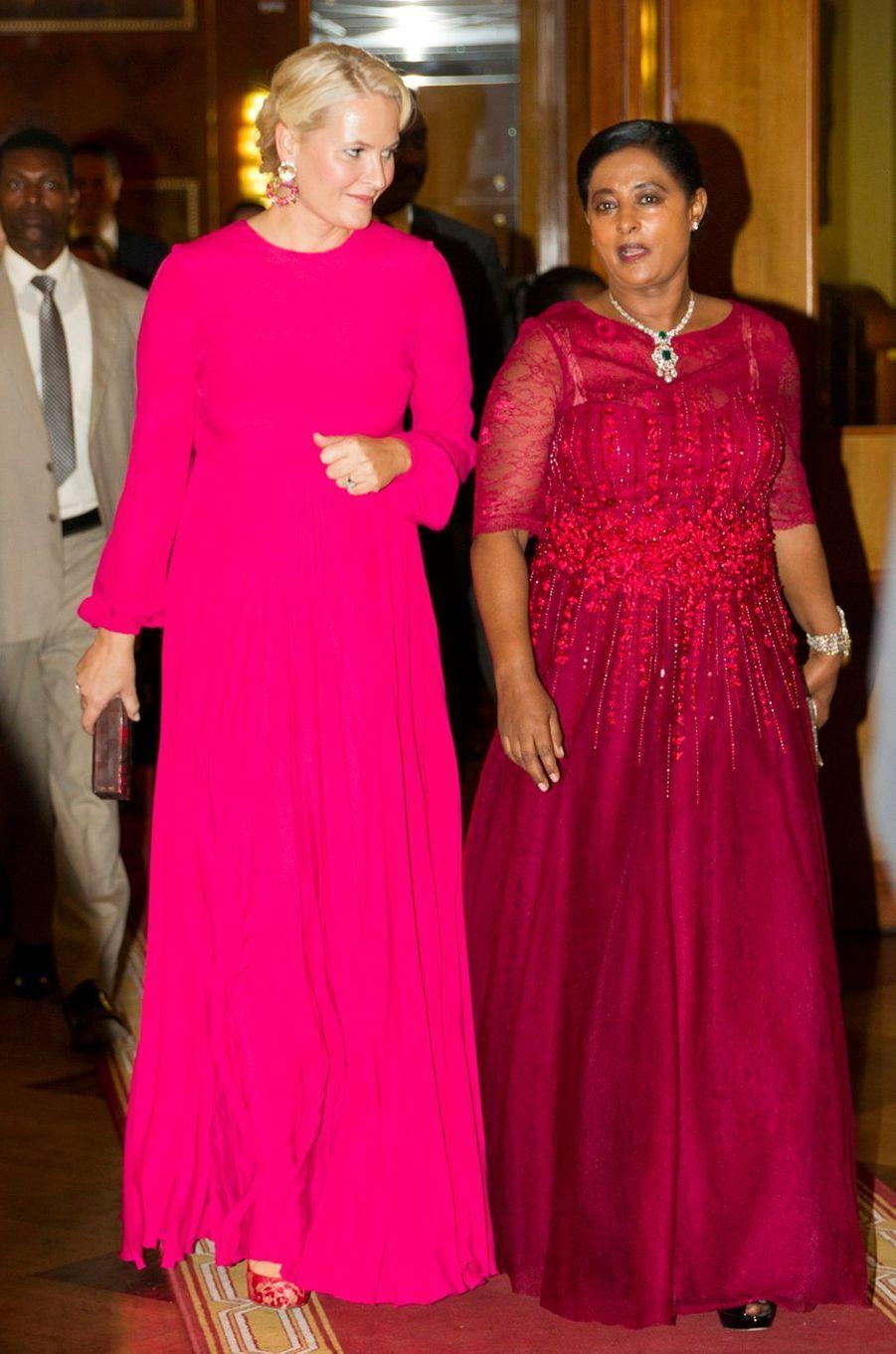 La princesse Mette-Marit de Norvège et la femme du président d'Ethiopie à Addis-Abeba, le 7 novembre 2017