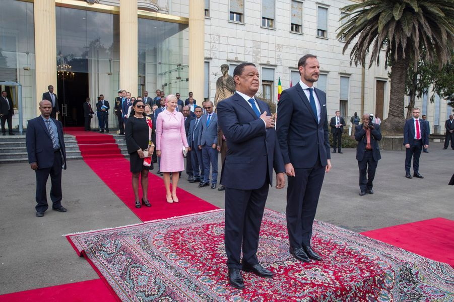 La princesse Mette-Marit et le prince Haakon de Norvège et le couple présidentiel éthiopien à Addis-Abeba, le 7 novembre 2017