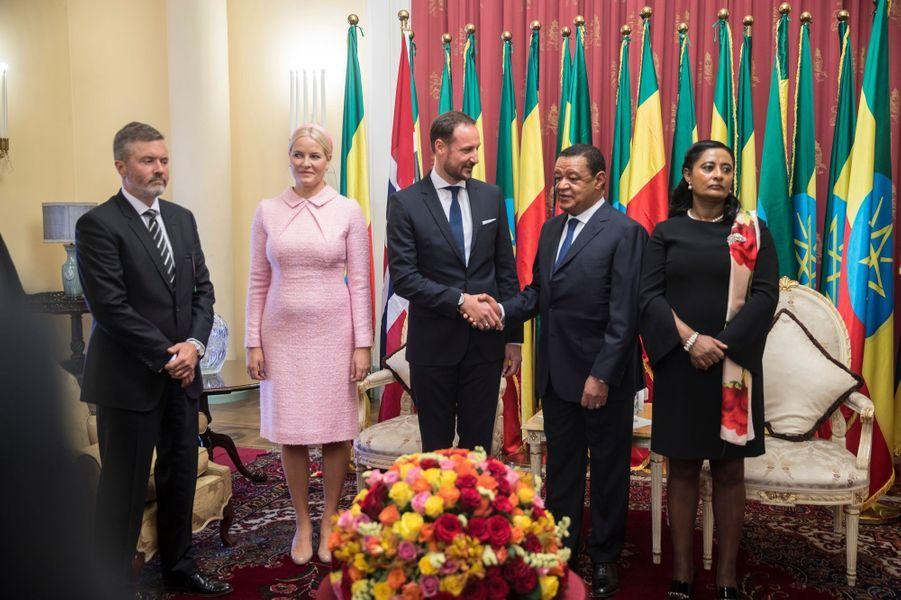 La princesse Mette-Marit et le prince Haakon de Norvège avec le couple présidentiel éthiopien à Addis-Abeba, le 7 novembre 2017