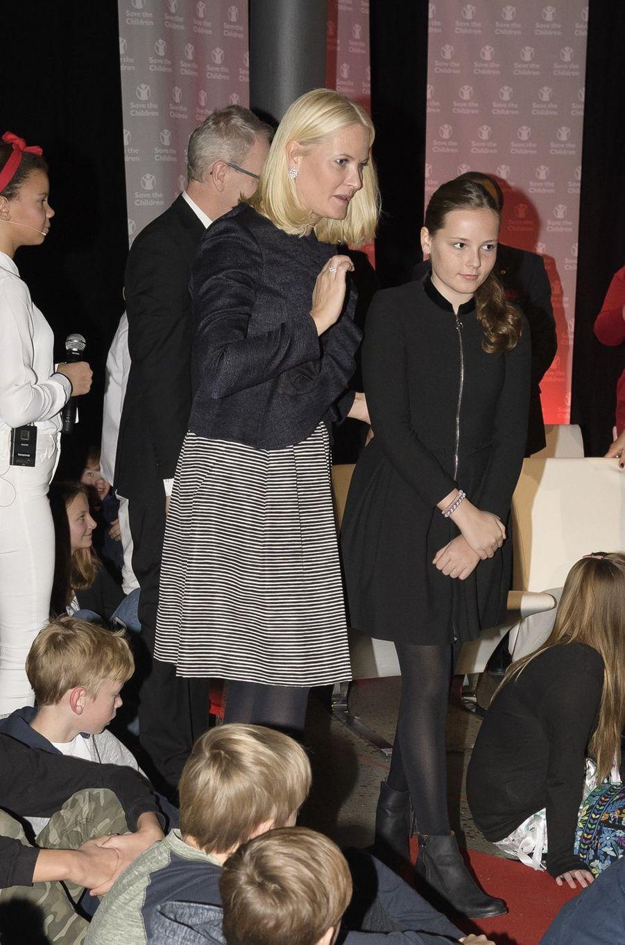 La princesse Mette-Marit de Norvège et sa fille la princesse Ingrid Alexandra à Oslo, le 10 décembre 2017