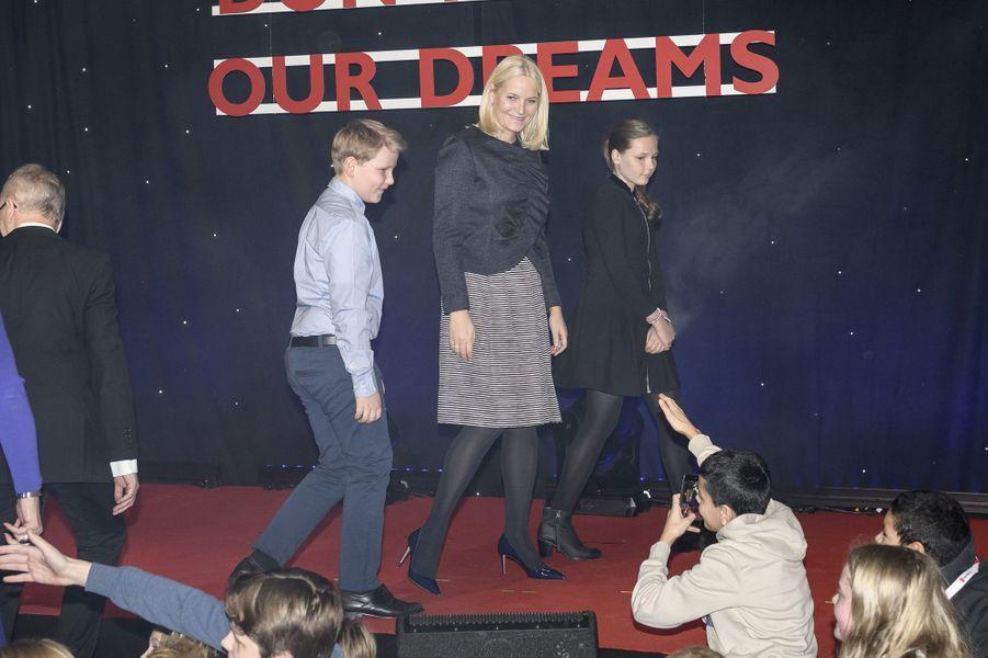La princesse Mette-Marit de Norvège et ses enfants la princesse Ingrid Alexandra et le prince Sverre Magnus à Oslo, le 10 décembre 2017