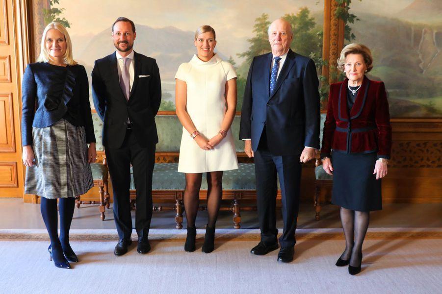 La famille royale de Norvège avec Beatrice Fihn à Oslo, le 10 décembre 2017