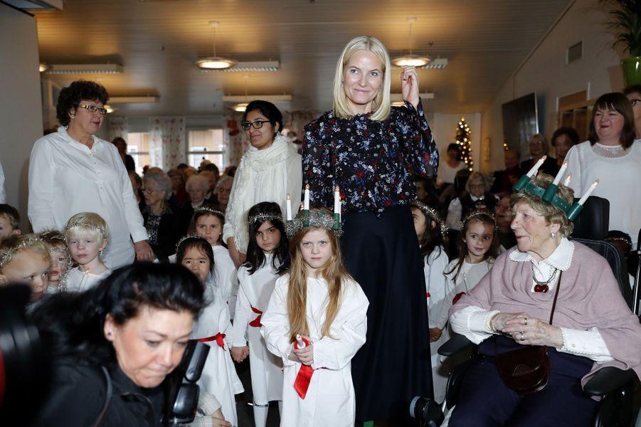 La princesse Mette-Marit de Norvège fête la Sainte-Lucie à Lorenskog, le 13 décembre 2017