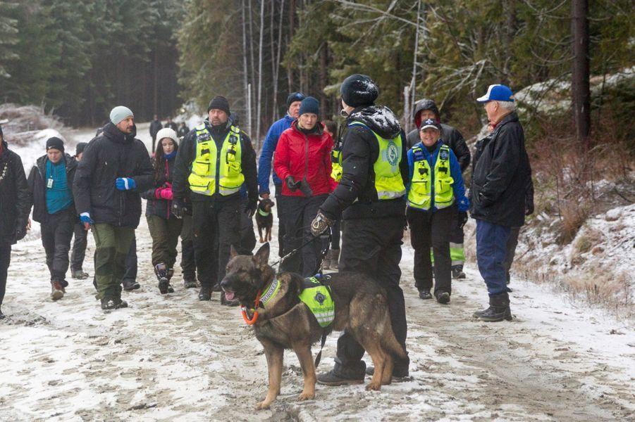 La princesse Mette-Marit et le prince Haakon de Norvège rencontrent des chiens de sauvetage et leurs maîtres-chiens à Ski, le 11 janvier 2017