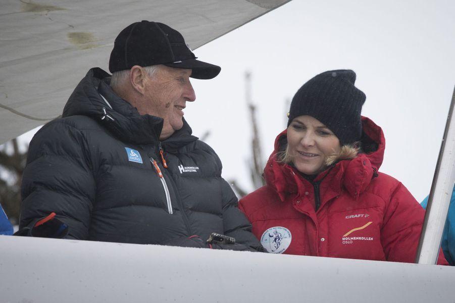 La princesse Mette-Marit et le roi Harald V de Norvège à Oslo, le 11 mars 2018