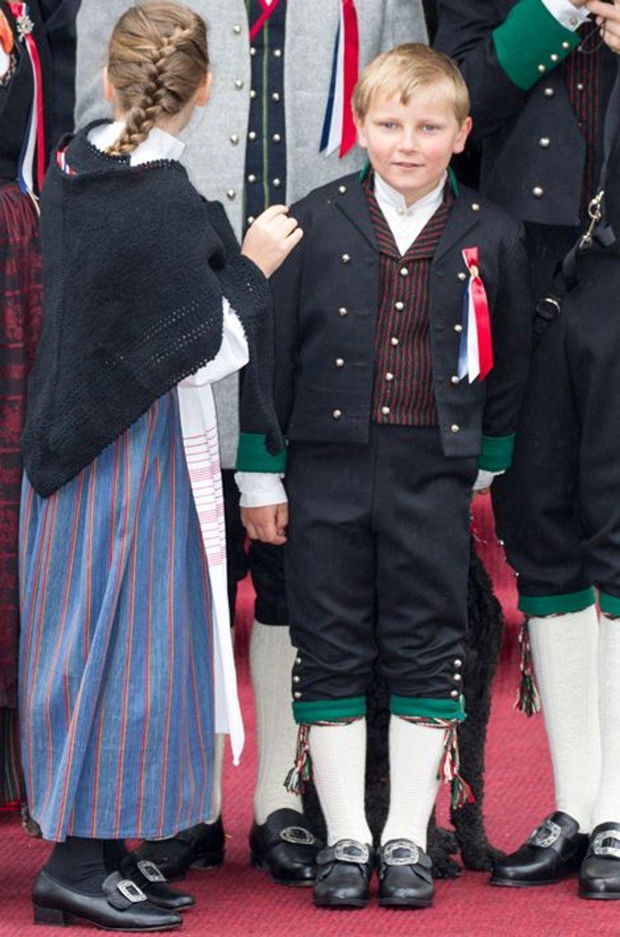 Le prince Sverre Magnus de Norvège avec la princesse Ingrid Alexandra, le 17 mai 2015