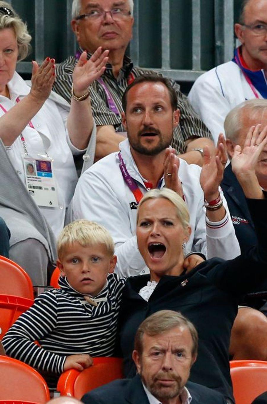 Le prince Sverre Magnus de Norvège avec ses parents, le 11 août 2012