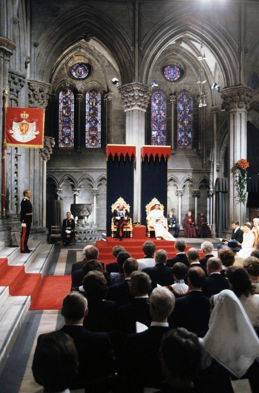Les trésors photos de Match : le sacre du roi Harald V