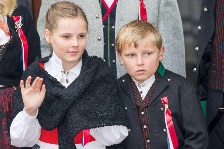 La princesse Ingrid-Alexandra et le prince Sverre-Magnus à Skaugum, le 17 mai 2015