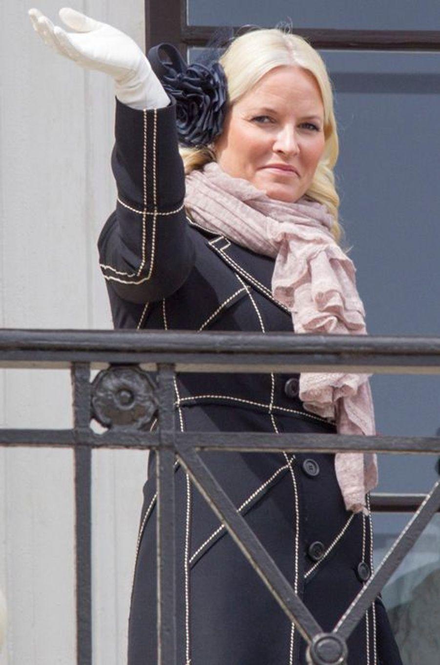 La princesse Mette-Marit de Norvège au balcon du Palais royal à Oslo, le 17 mai 2015