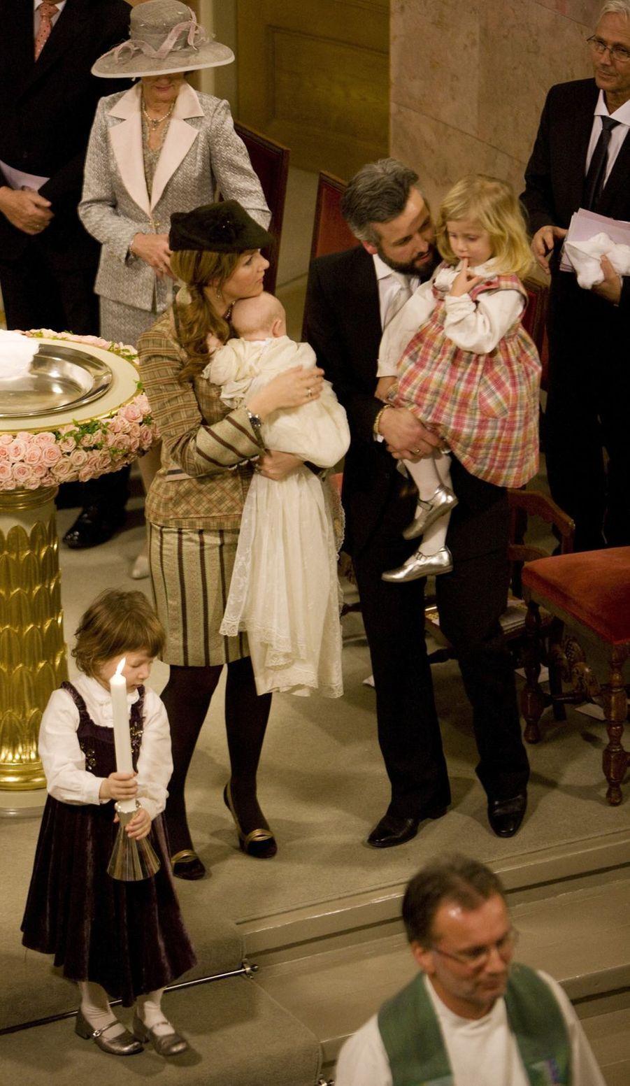 La princesse Märtha Louise de Norvège et Ari Behn avec leurs trois filles, le 20 juin 2009