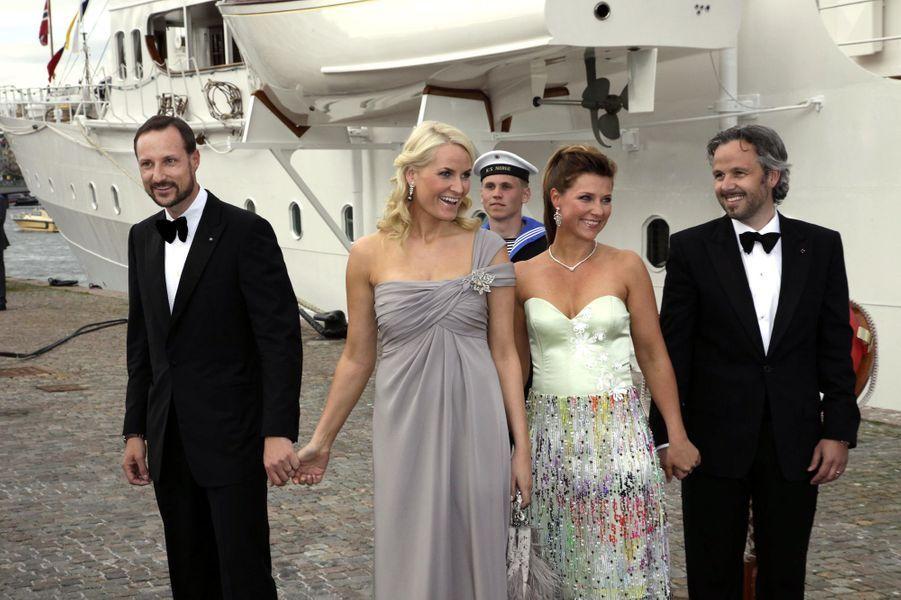 La princesse Märtha Louise de Norvège et Ari Behn avec le prince héritier Haakon et la princesse Mette-Marit, le 17 juin 2010