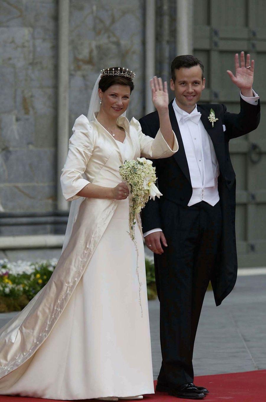 La princesse Märtha Louise de Norvège et Ari Behn lors de leur mariage, le 24 mai 2002