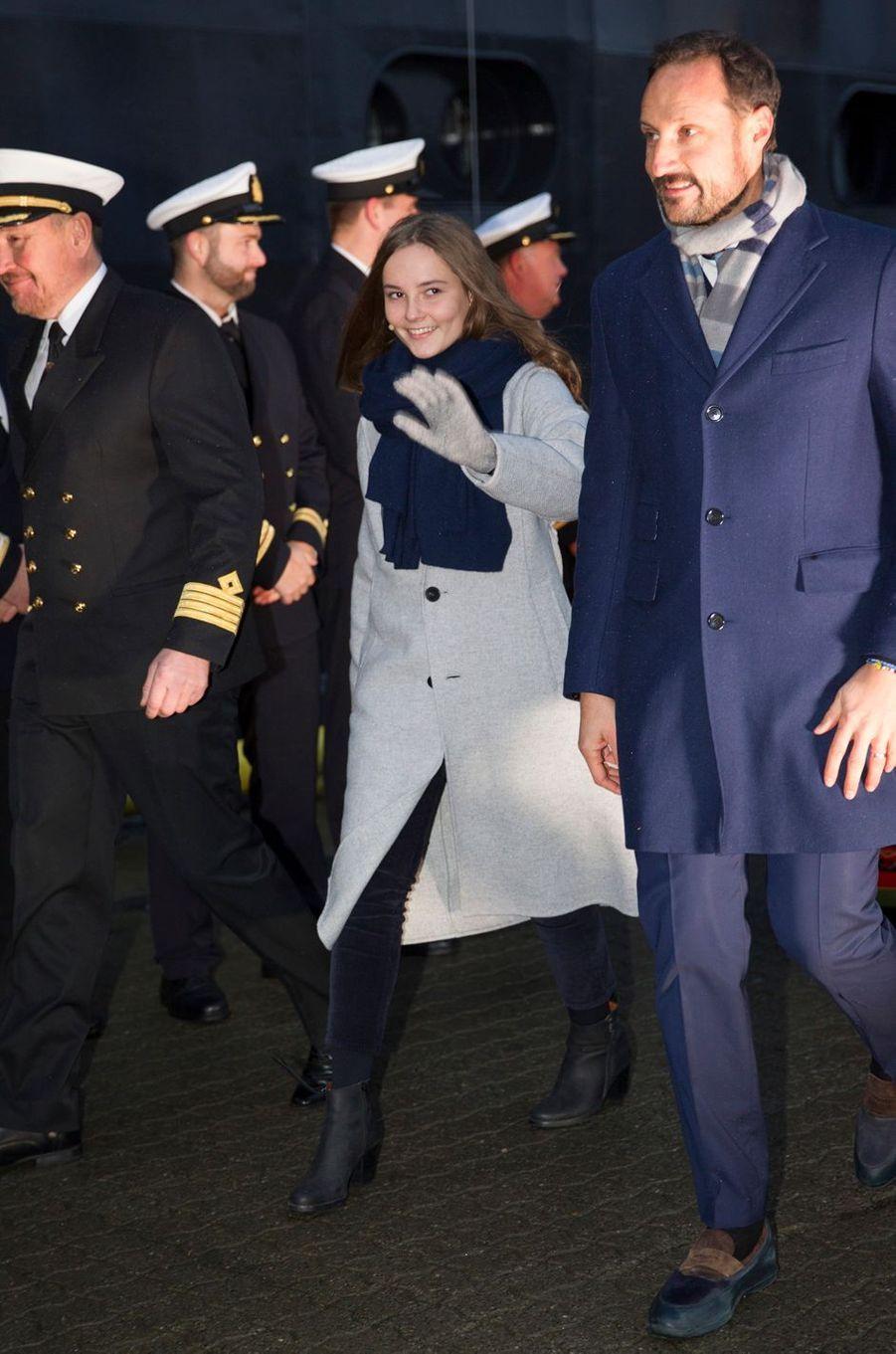 La princesse Ingrid Alexandra et son père le prince Haakon de Norvège à Tromso, le 17 novembre 2018