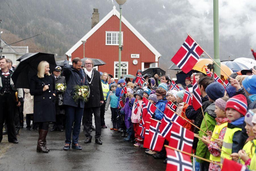 La princesse Mette-Marit et le prince Haakon de Norvège sur le site de Rjukan-Notodden, le 3 mai 2018