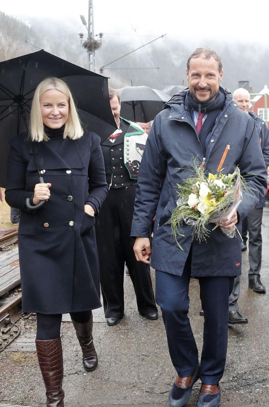 La princesse Mette-Marit et le prince Haakon de Norvège, le 3 mai 2018 sur le site de Rjukan-Notodden