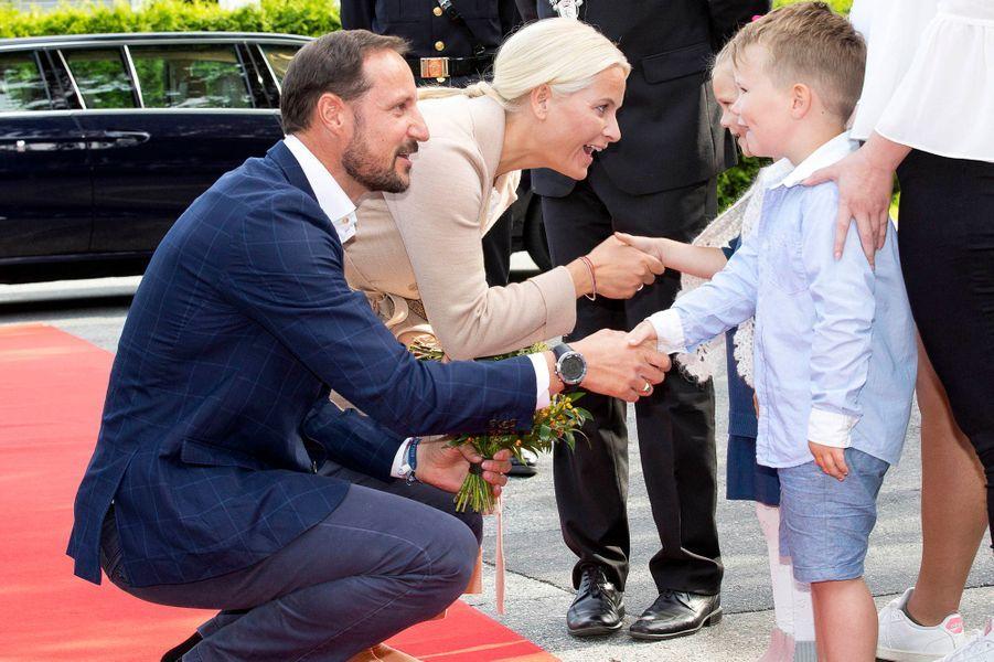 La princesse Mette-Marit et le prince Haakon de Norvège à Fredrikstad, le 29 août 2017