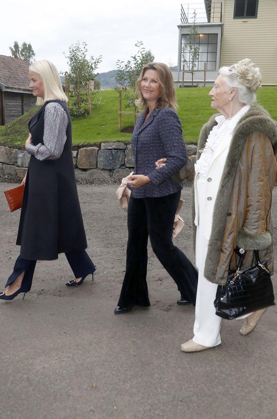 Les princesses Mette-Marit et Märtha Louise de Norvège à Lillehammer, le 27 août 2018