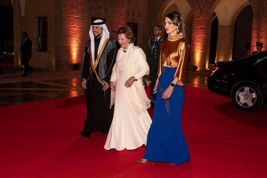 La reine Sonja de Norvège avec la reine Rania et le prince héritier Hussein de Jordanie à Amman, le 2 mars 2020