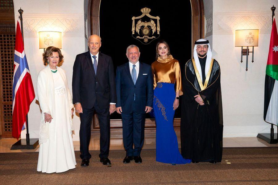 La reine Sonja et le roi Harald V de Norvège avec la reine Rania, le roi Abdallah II et le prince héritier Hussein de Jordanie à Amman, le 2 mars 2020