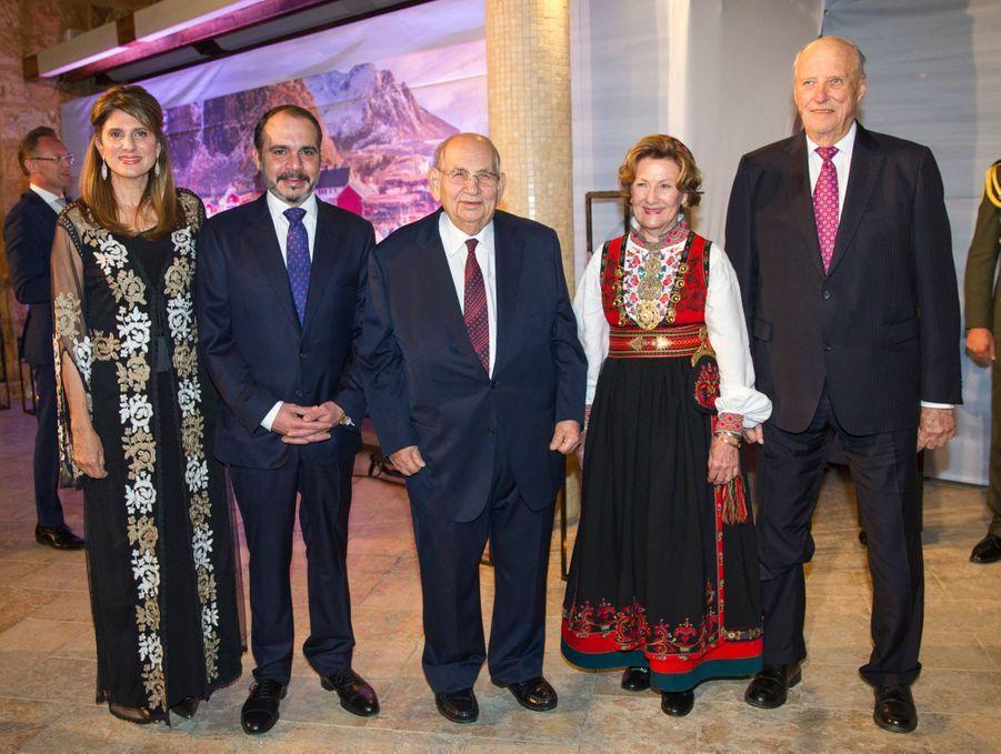 La reine Sonja et le roi Harald V de Norvège avec le prince Ali et la princesse Dina Mired de Jordanie dans un hôtel des rives de la Mer morte, le 3 mars 2020