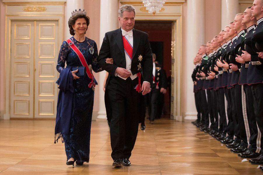 La reine Silvia de Suède avec le président finlandais Sauli Ninisto à Oslo, le 9 mai 2017