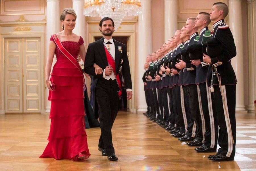 La reine Mathilde de Belgique avec le prince Carl Philip de Suède à Oslo, le 9 mai 2017
