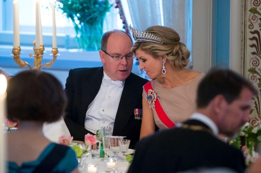 Le prince Albert II de Monaco avec la reine Maxima des Pays-Bas à Oslo, le 9 mai 2017