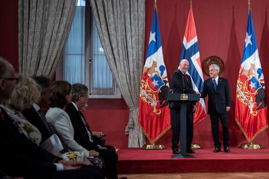Le roi Harald V de Norvège et le président du Chili à Santiago, le 31 mars 2019