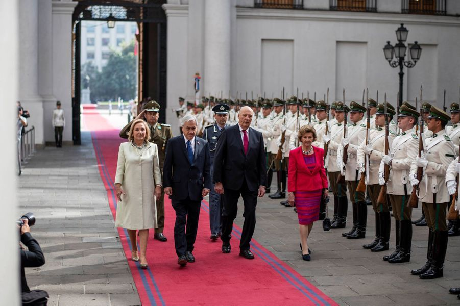 La reine Sonja et le roi Harald V de Norvège avec le couple présidentiel chilien à Santiago, le 27 mars 2019