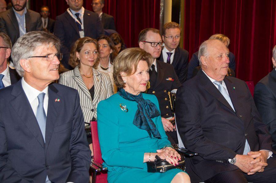 La reine Sonja et le roi Harald V de Norvège à Milan, le 8 avril 2016