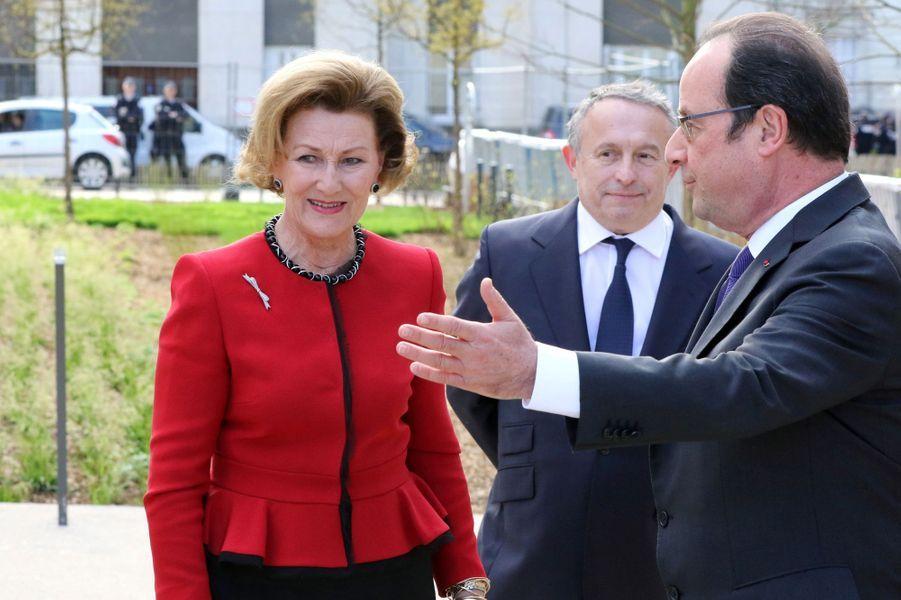La reine Sonja de Norvège et le président de la République François Hollande à Tours, le 10 mars 2017