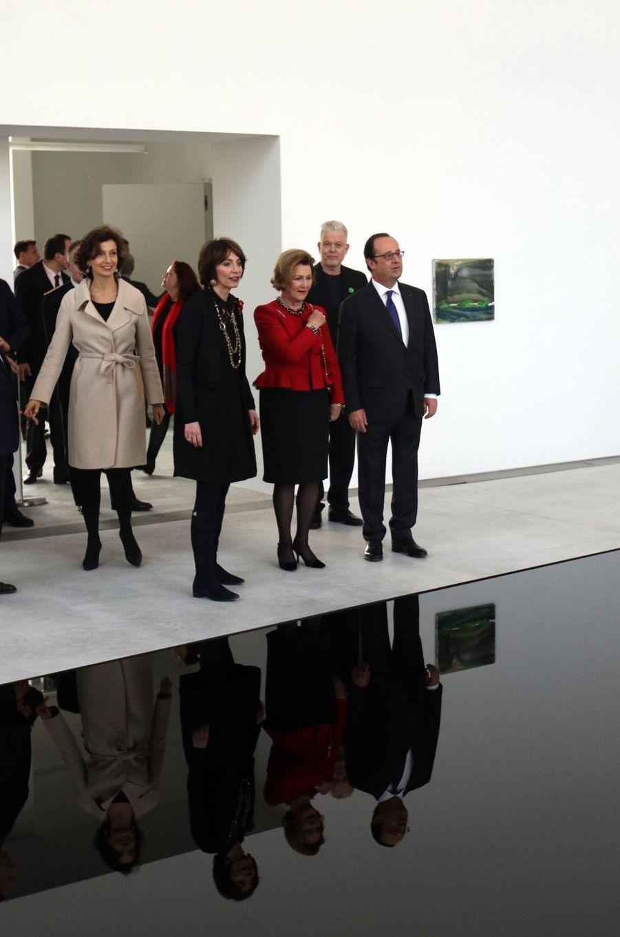 La reine Sonja de Norvège avec François Hollande, Marisol Tourraine et Audrey Azoulay à Tours, le 10 mars 2017