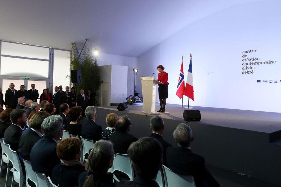 La reine Sonja de Norvège à Tours, le 10 mars 2017