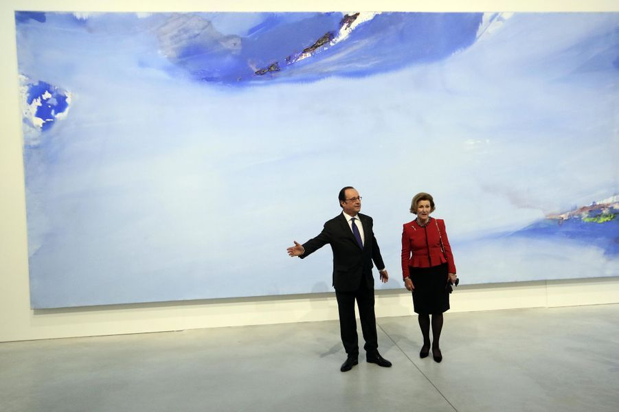La reine Sonja de Norvège avec François Hollande à Tours, le 10 mars 2017
