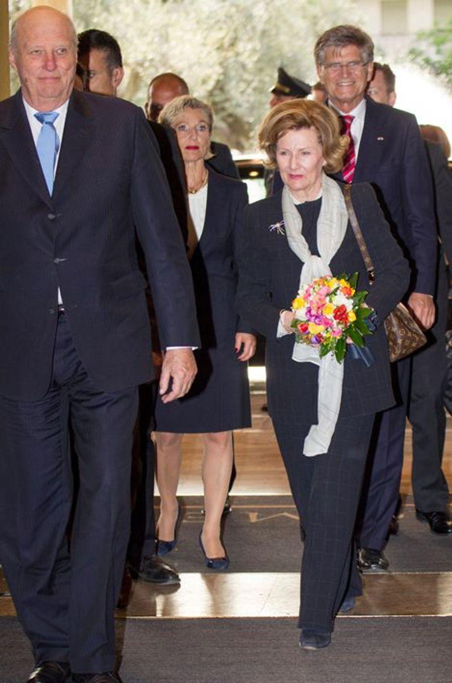 La reine Sonja et le roi Harald V de Norvège arrivent à Rome, le 5 avril 2016