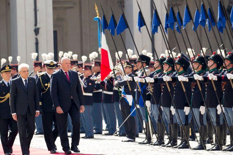 Le roi Harald V de Norvège avec le président Mattarella à Rome, le 6 avril 2016