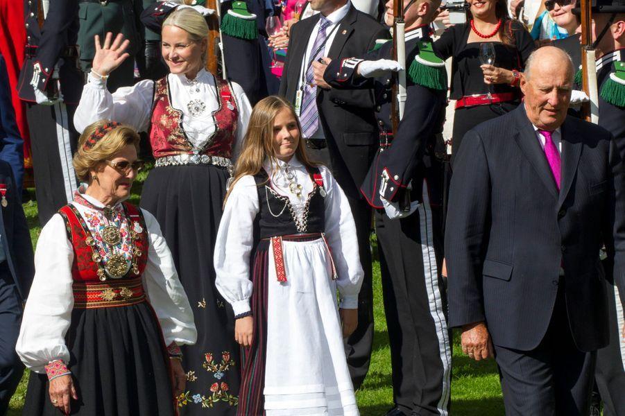 Les princesses Mette-Marit et Ingrid Alexandra avec la reine Sonja et le roi Harald V de Norvège à Oslo, le 1er septembre 2016