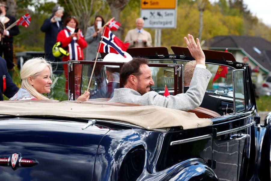 La princesse Mette-Marit et le prince Haakon de Norvège à Asker, le 17 mai 2020