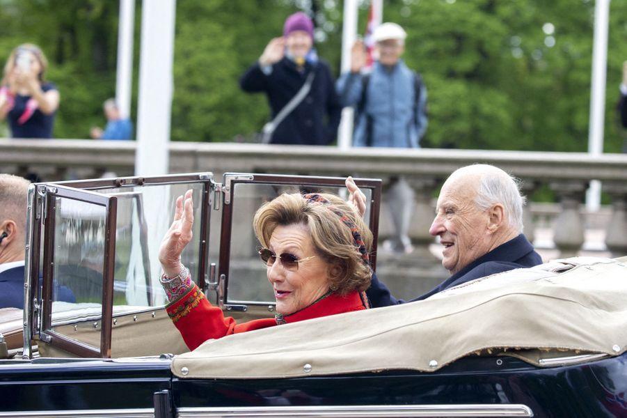 La reine Sonja et le roi Harald V de Norvège à Oslo, le 17 mai 2020