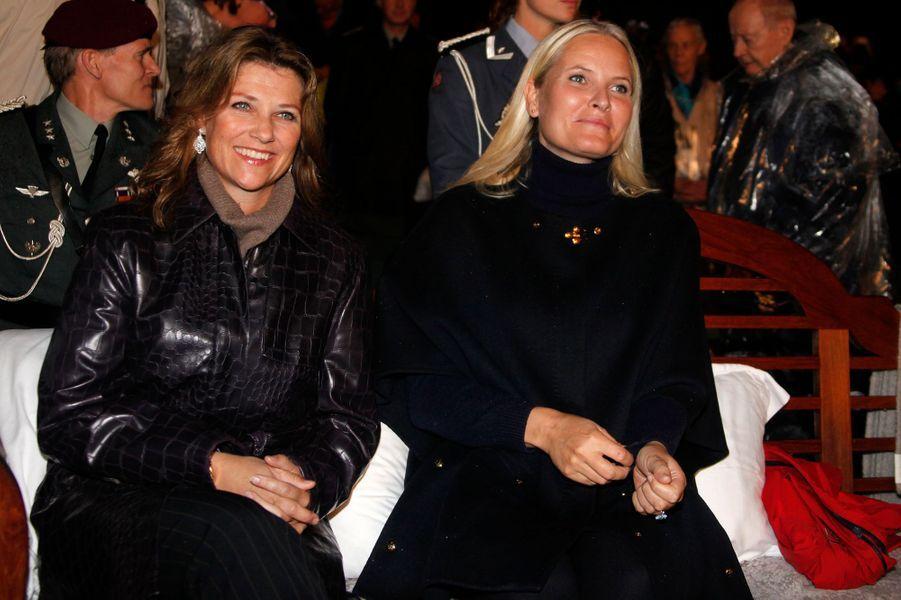 Les princesses Märtha Louise et Mette-Marit de Norvège à Oslo, le 21 septembre 2016