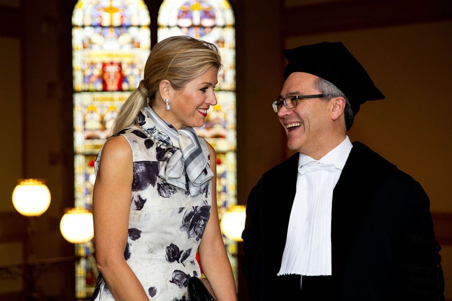 La reine Maxima des Pays-Bas avec le professeur Javier A. Couso à Utrecht, le 18 mai 2015