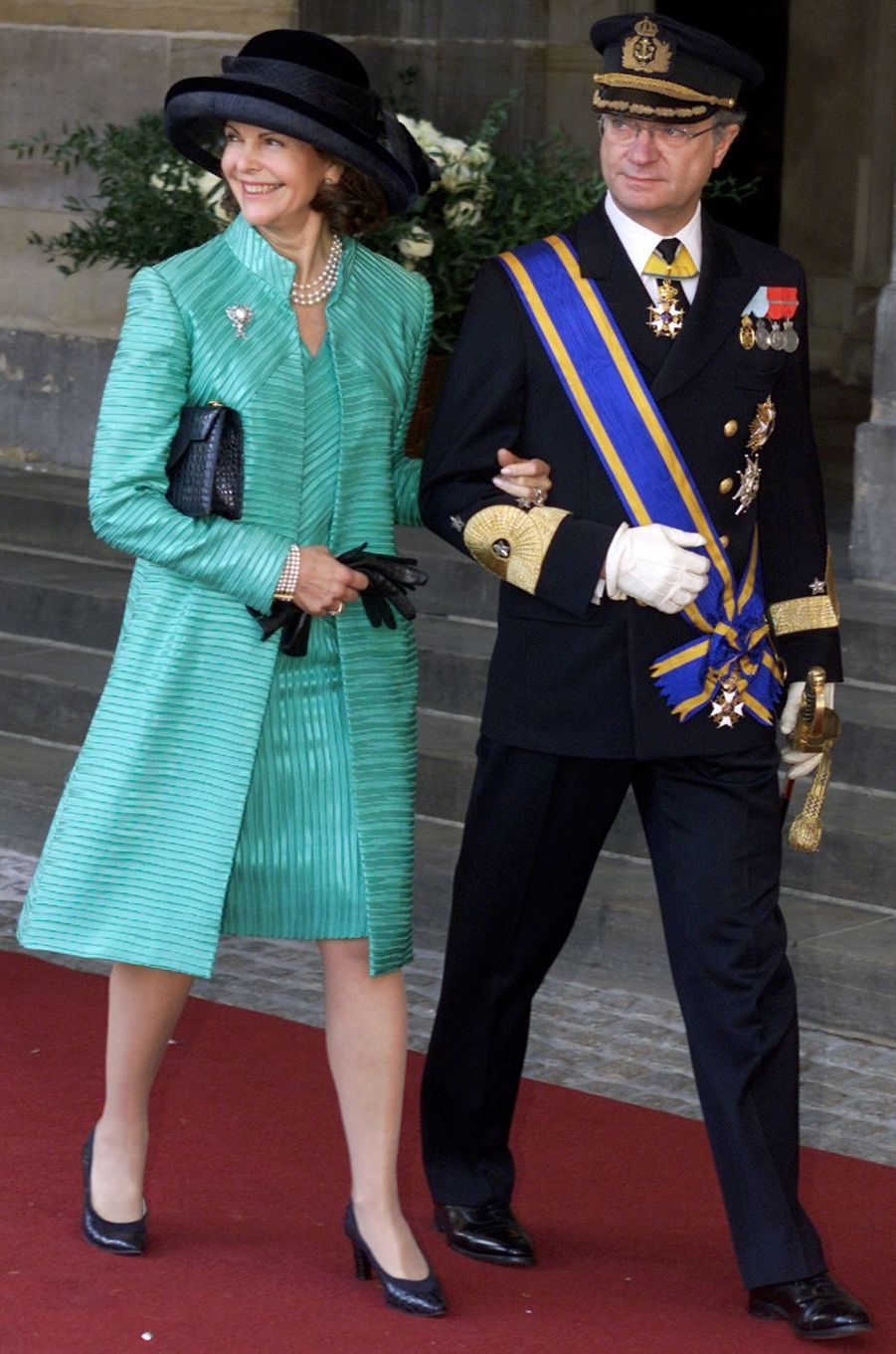 La reine Silvia et le roi Carl XVI Gustaf de Suède au mariage du prince Willem-Alexander des Pays-Bas etde Maxima Zorreguieta à Amsterdam, le 2 février 2002