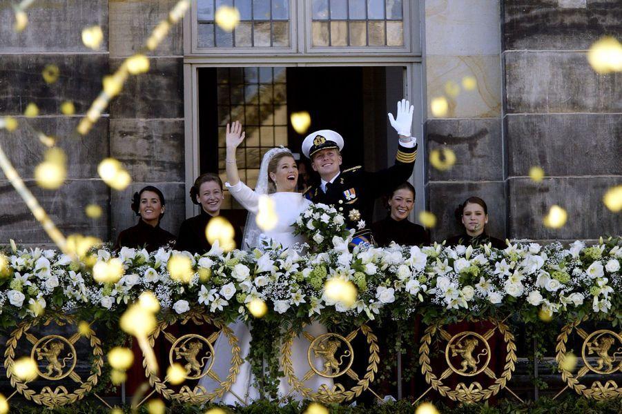 Maxima Zorreguieta et le prince Willem-Alexander des Pays-Bas avec leur famille le jour de leur mariage à Amsterdam, le 2 février 2002