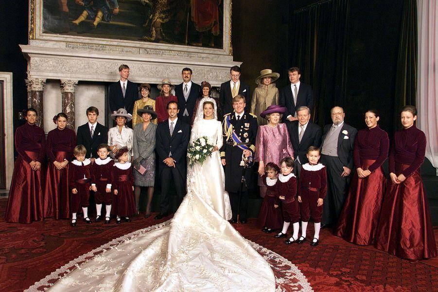 Maxima Zorreguieta et le prince Willem-Alexander des Pays-Bas avec leurs familles le jour de leur mariage à Amsterdam, le 2 février 2002