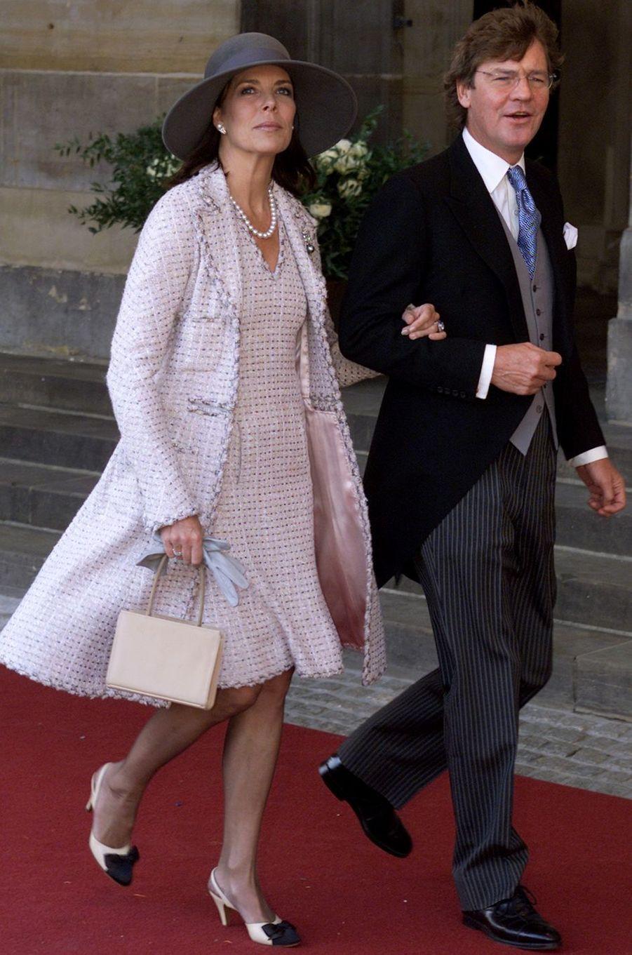 La princesse Caroline de Monaco et son mari le prince Ernst August de Hanovre au mariage du prince Willem-Alexander des Pays-Bas etde Maxima Zorreguieta à Amsterdam, le 2 février 2002