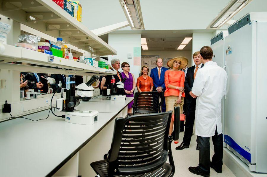 La reine Maxima et le roi Willem-Alexander au Van Andel Institute à Grand Rapids, le 2 juin 2015