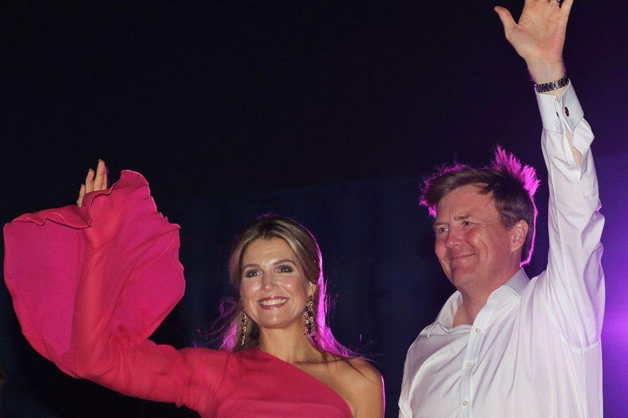 La reine Maxima et le roi Willem-Alexander des Pays-Bas à Aruba, le 1er mai 2015