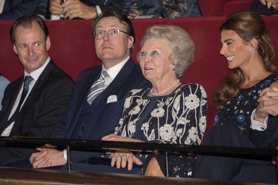 La princesse Beatrix des Pays-Bas avec le prince Constantijn et Juliana Awada à La Haye, le 28 mars 2017